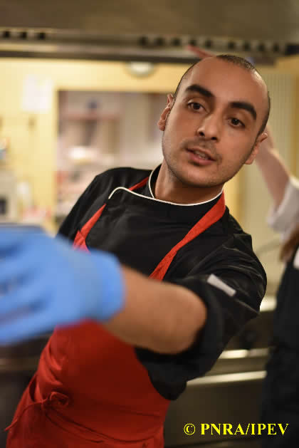 Lo-Chef-Luca-Ficara-al-lavoro