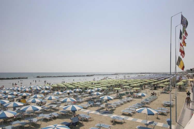 Hotel-Kadett-Rimini-spiaggia