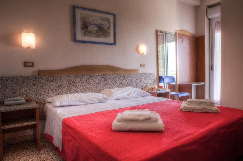 Hotel-Tritone-Viserba-Rimini-camera