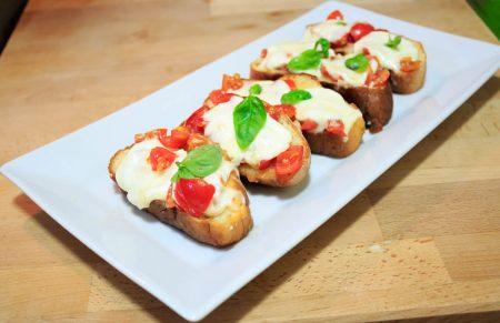 crostini-con-mozzarella-bufala-siciliana