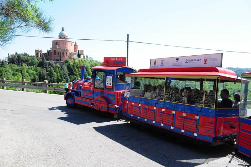 City Red Bus Bologna: Una terrazza sull'infinito