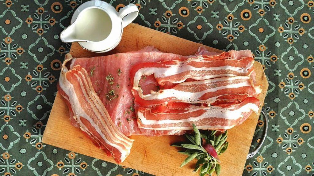 Lonza di maiale al latte con timo e bacon, ricetta