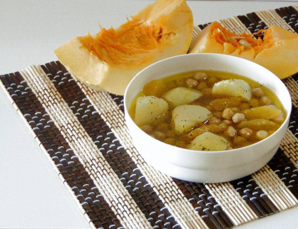 Zuppa di ceci, zucca e patate, ricetta vegana