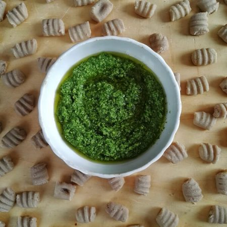 Gnocchi di castagne fresche al pesto, ricetta