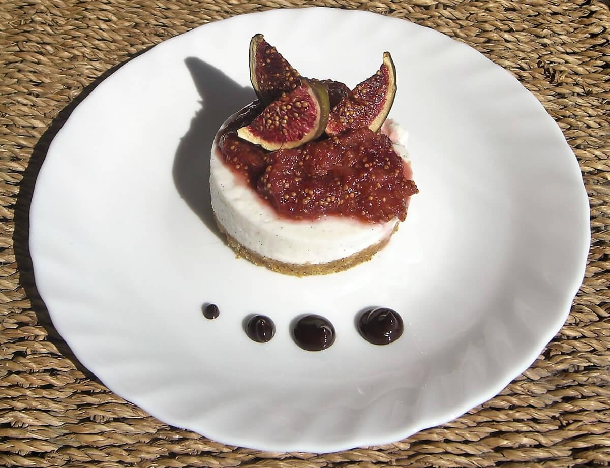Cheesecake alla vaniglia, con salsa ai fichi