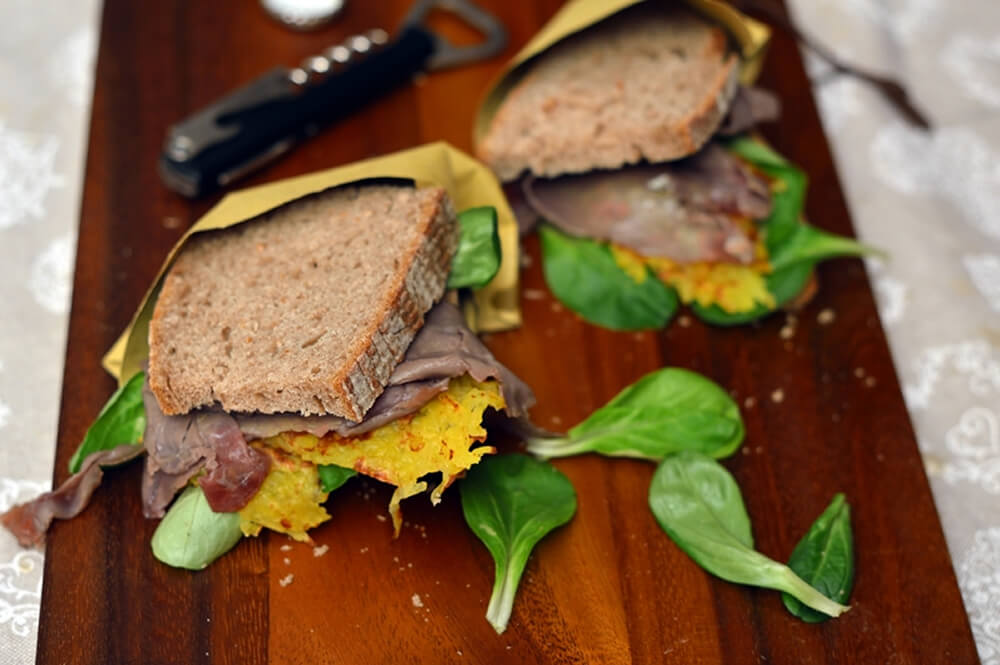Panino carne salada e rosti, sapori trentini