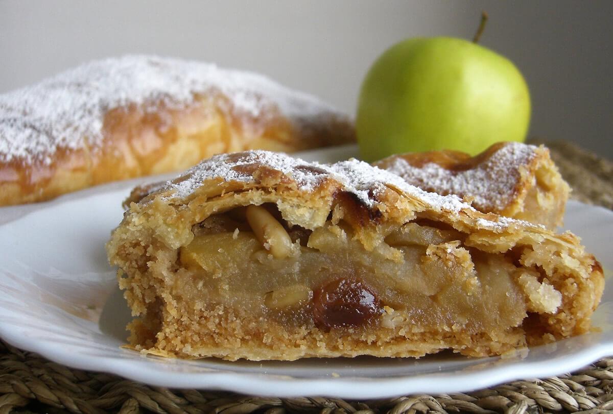 Strudel di mele o Apfelstrudel, ricetta tradizionale