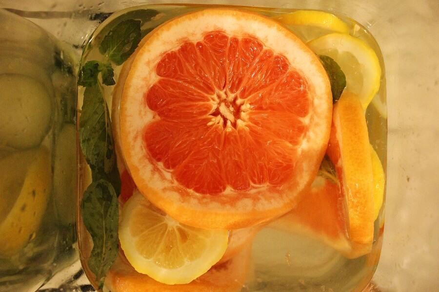 Acqua detox gusto pomelmo, zenzero, cetriolo e menta
