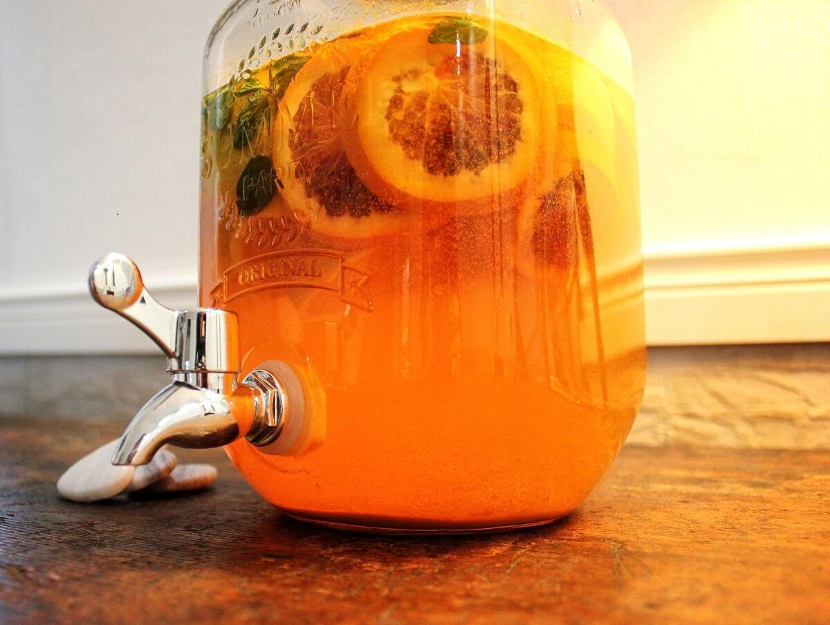 Cambiare il rapporto con il cibo: le acque detox