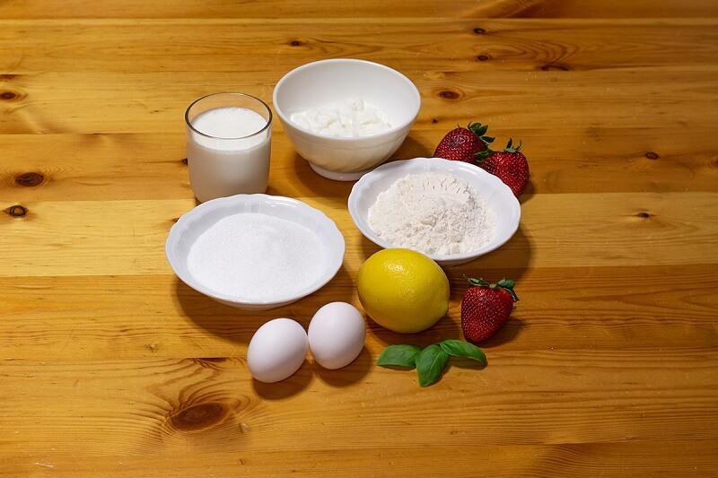 Bicchierini alla mousse di limone con fragole al basilico