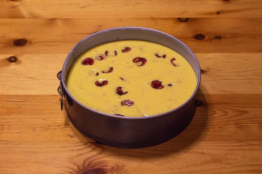 Torta di ciliegie al succo di pesca, ricetta facile per tutti