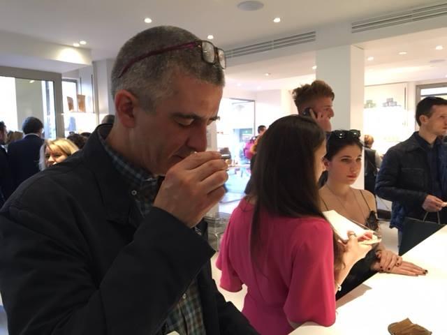 Analisi sensoriale del caffè espresso in tre fasi: esame visivo