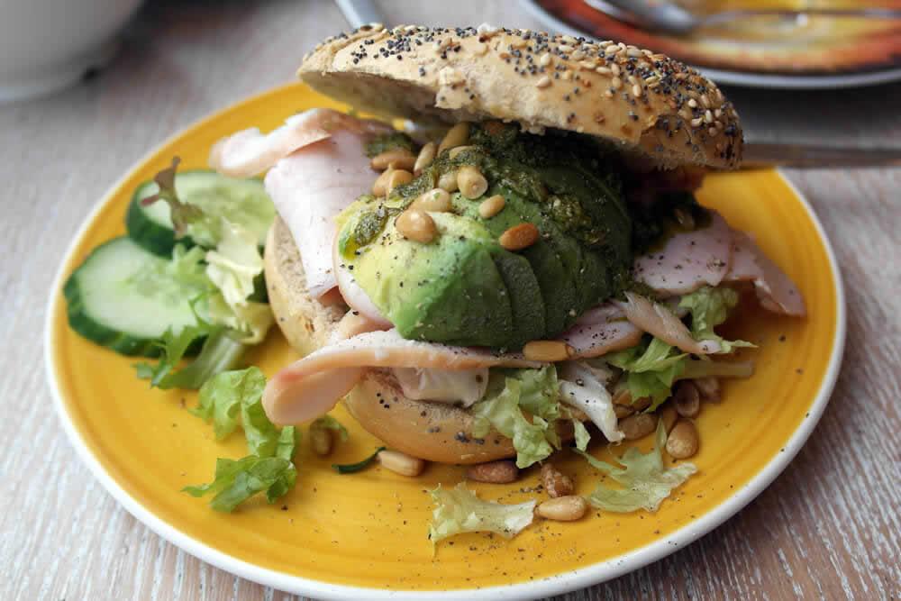 Proprietà nutrizionali dell'avocado, ma anche controindicazioni