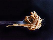Pasta con il pesto alla trapanese: la ricetta originale siciliana