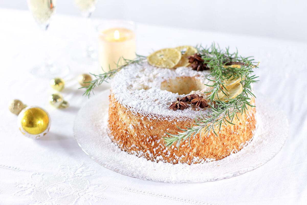 Torta Angel cake, la ricetta natalizia del ciambellone americano