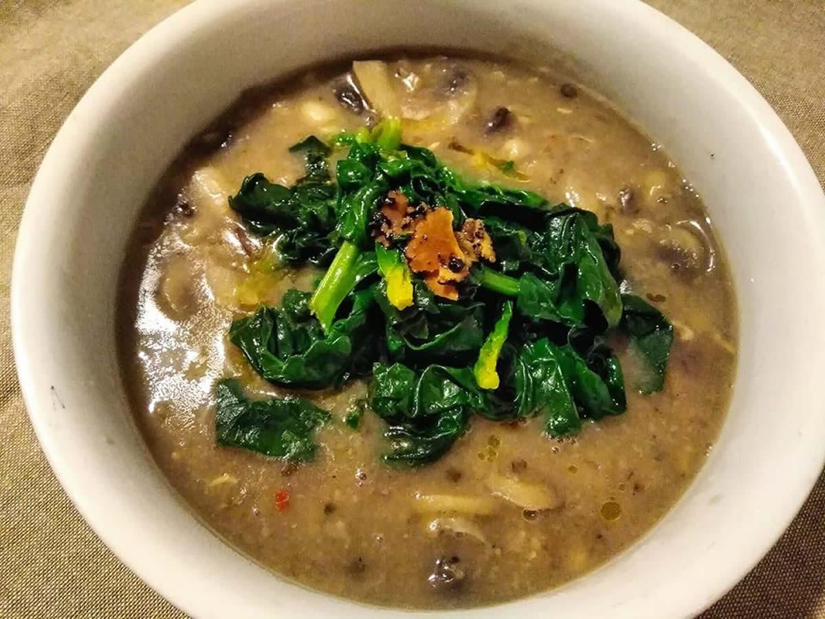 Zuppa di castagne, fagioli, tartufo e funghi, ricetta autunnale