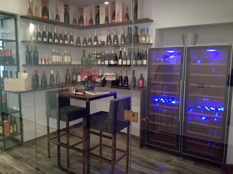 Wine room del Ristorante Oyster Bari