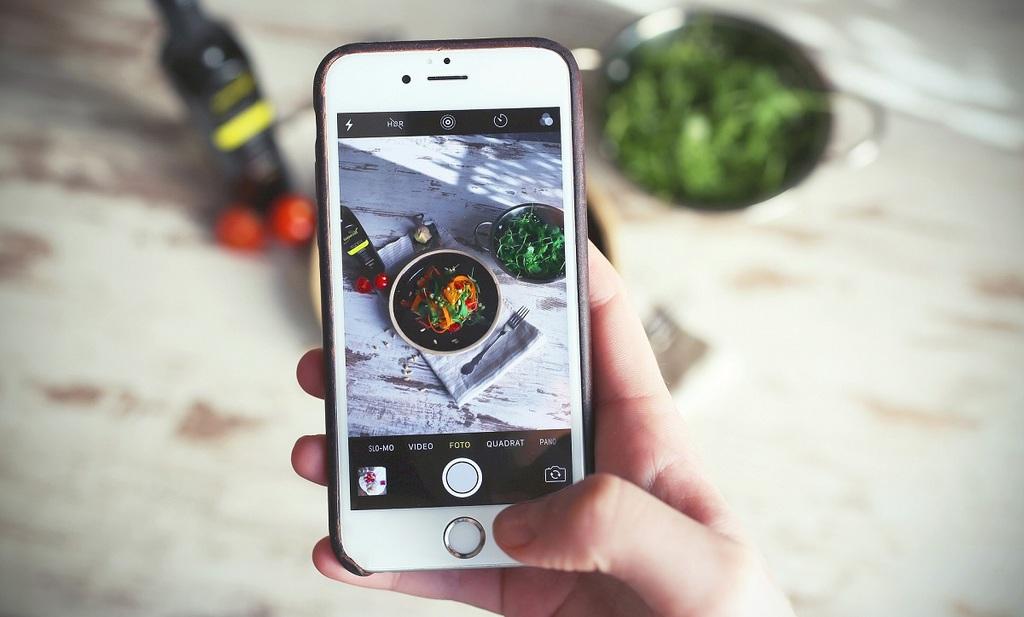Condividere foto del cibo sui social: passione o compulsione?