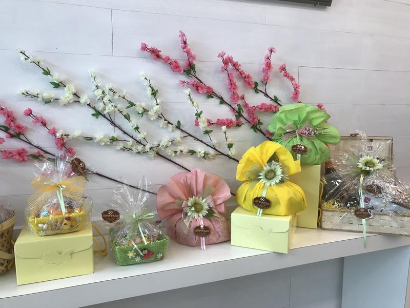 Donazione delle Uova di Pasqua e colombe invendute