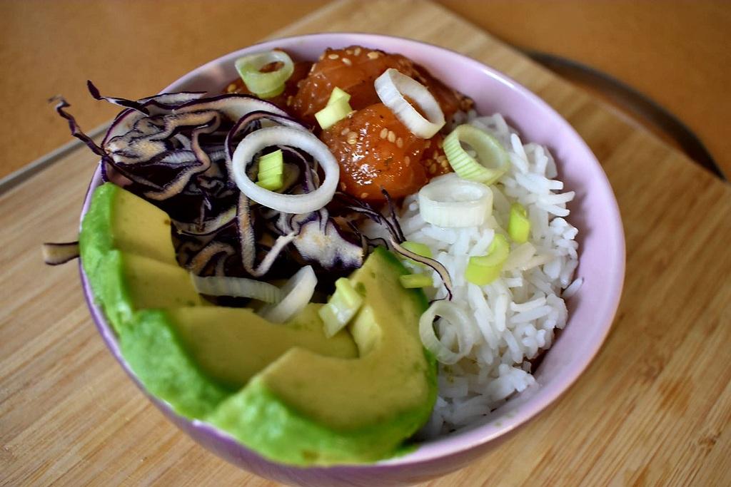 Cos'è il Poke Bowl, ricetta di tendenza che arriva dalle Hawaii
