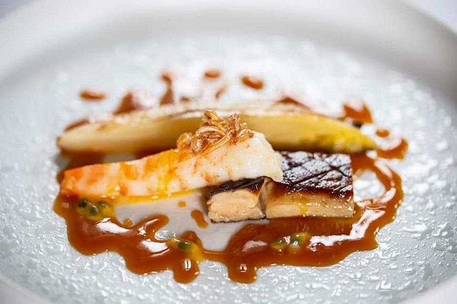 Fois gras con mazzancolle, invidia belga e salsa di frutto della passione