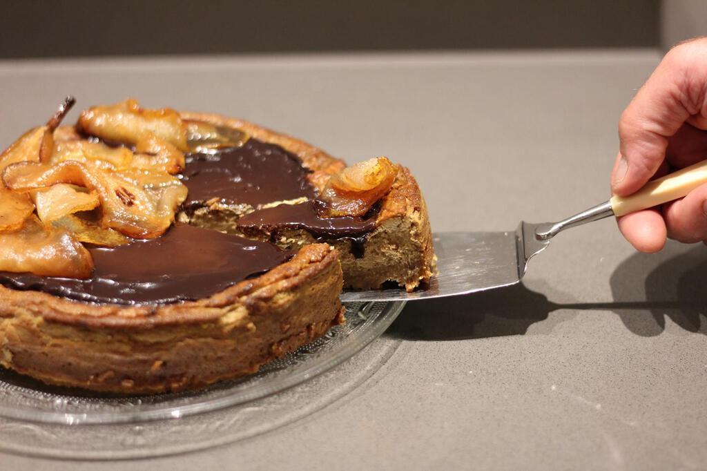 Cheesecake al caffè: con cioccolato e pere caramellate