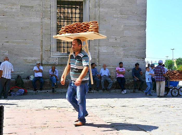 Storia del Simit, pane turco a forma di ciambella al sesamo