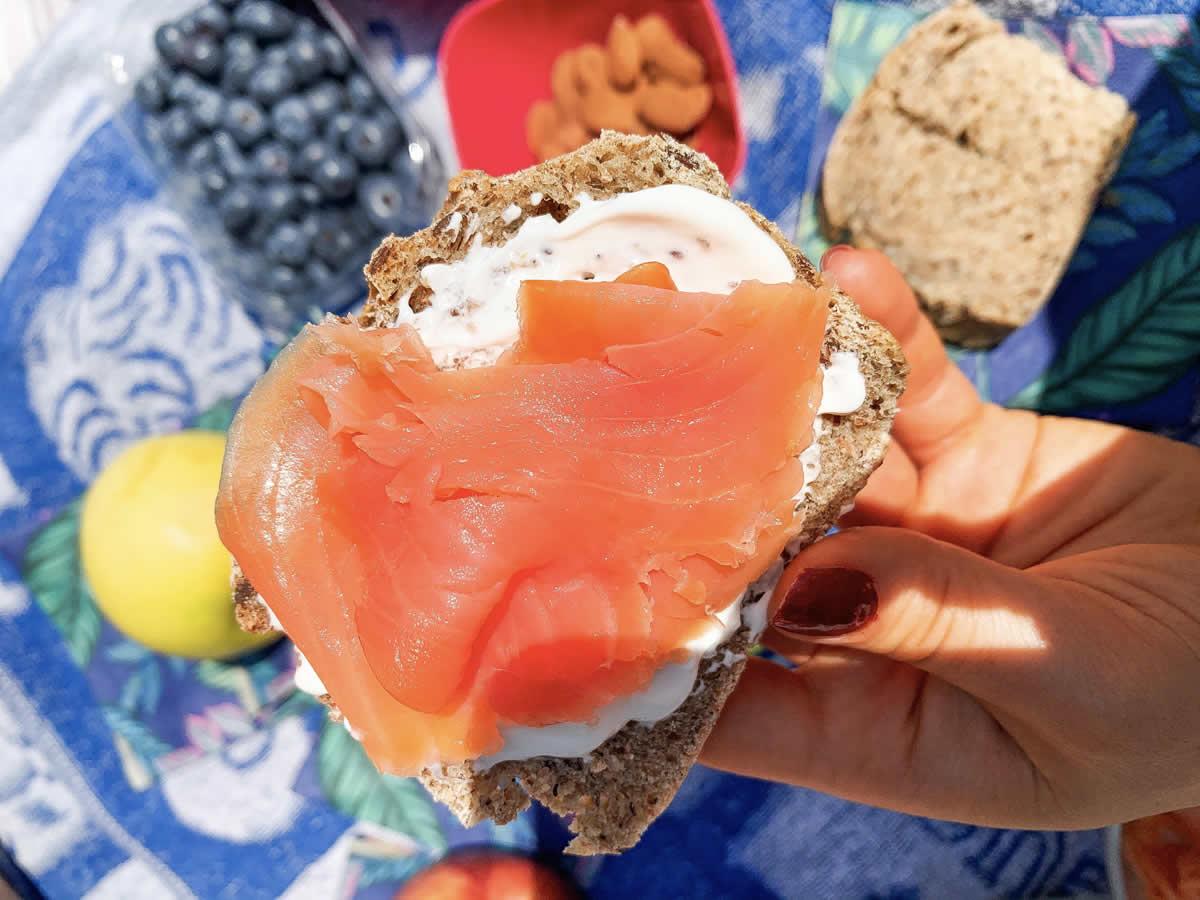 Sali minerali nei cibi: pane e salmone