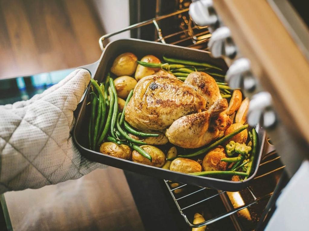 Cucinare in casa richiede il forno adatto: sappiamo sceglierlo