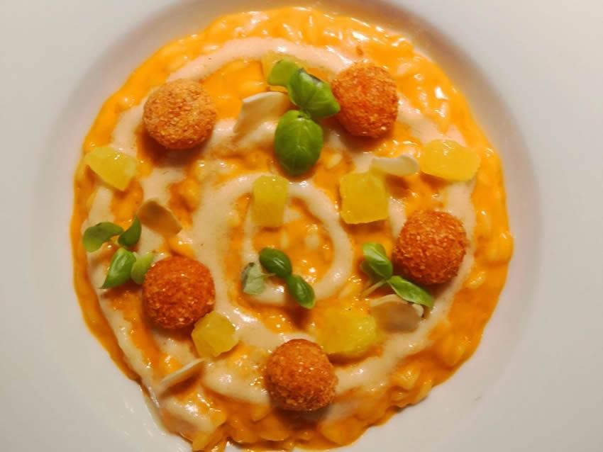 Risotto Carnaroli al gambero rosso, mandorle tostate e arancia
