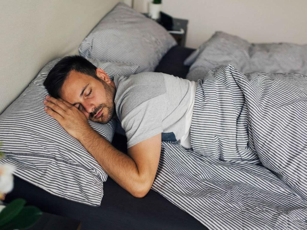 Dieta che concilia il sonno: 8 buone abitudini e cibi da mangiare