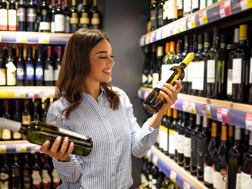 Dove è meglio acquistare vino? Supermercato, enoteca o online?