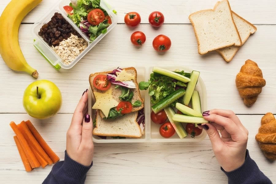 Emotional eating o fame emotiva: il legame oscuro tra cibo ed emozione.